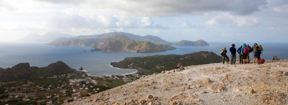 Trekking in Sicilia: Etna e Eolie per esperienze uniche.