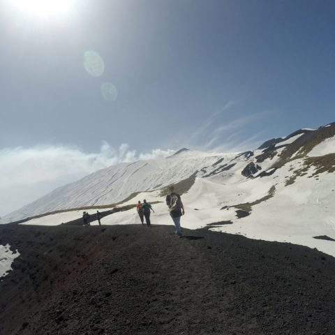 Trekking in Sicilia. Escursionisti sull