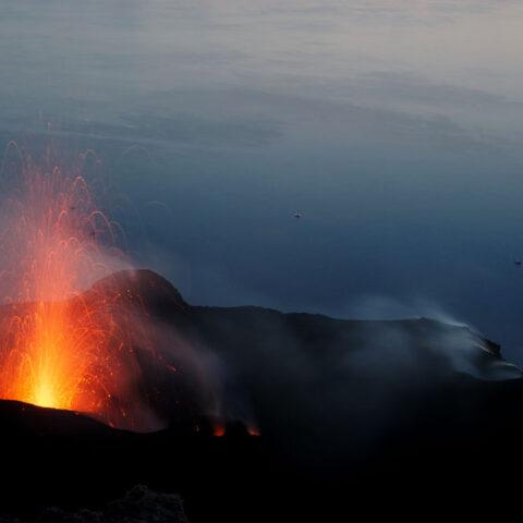 Trekking Eolie. Eruzione del vulcano di Stromboli