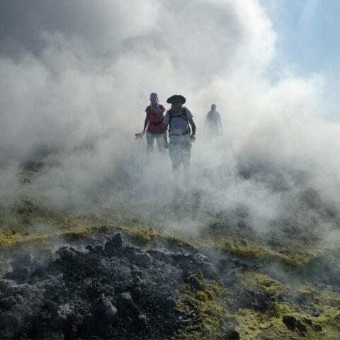 Escursione a Vulcano Isole Eolie cratere e fumarole