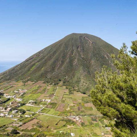 Vista su Monte dei Porri da Fossa delle Felci